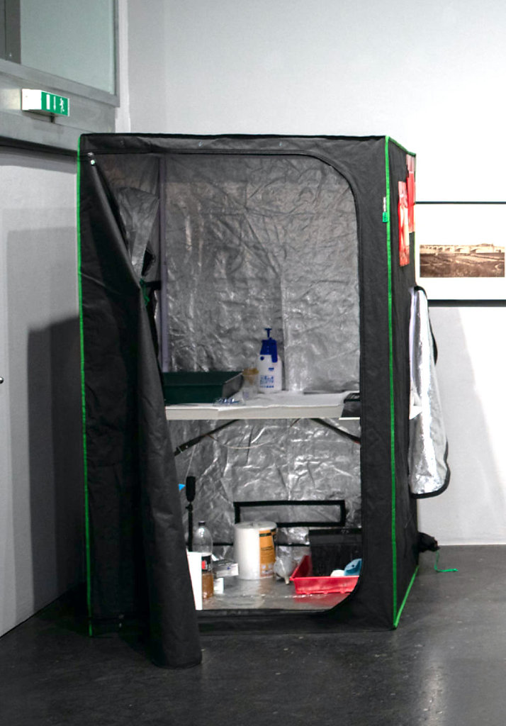Dark Room Tent 90 Euros including led strip, anti skippering mat and red window gels for indoor shooting - contact me here https://www.markus-hofstaetter.at/pages/kontakt/