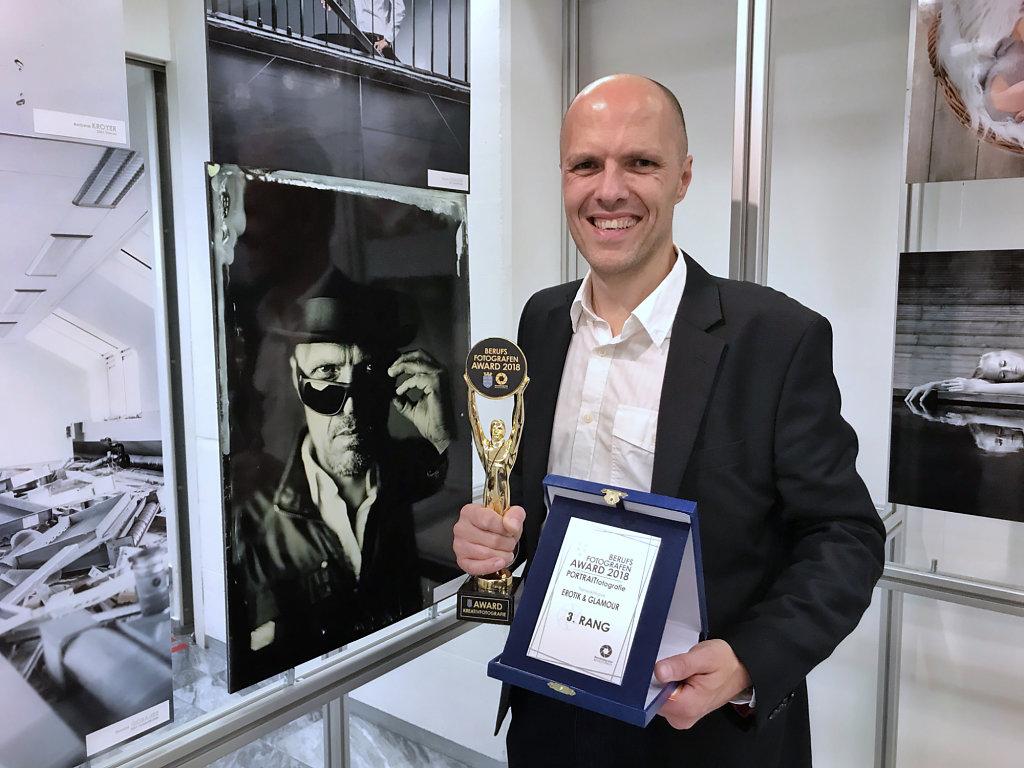 me-award.jpg